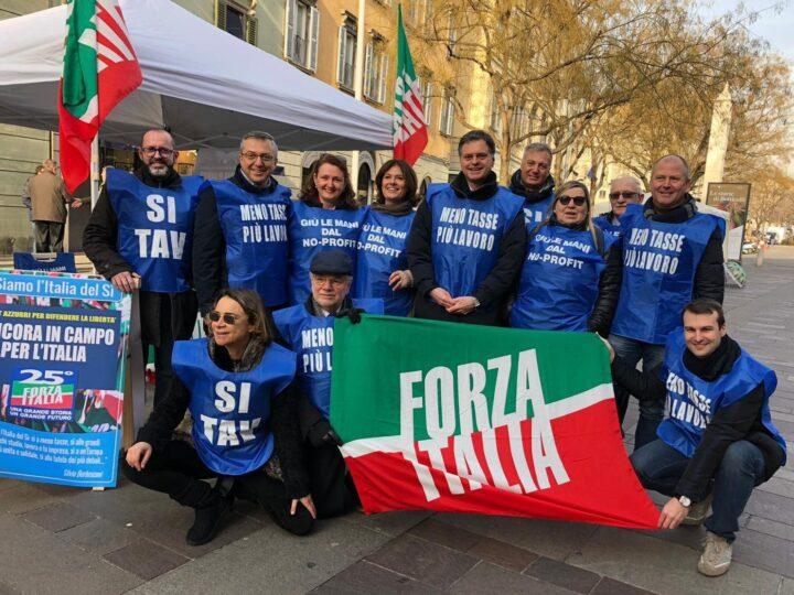 """Forza Italia Bergamo: """"Al via i gazebo per presentare i nostri progetti per riformare il Paese e per la campagna di tesseramento"""""""